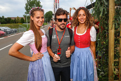 Fernando Alonso, McLaren y chicas