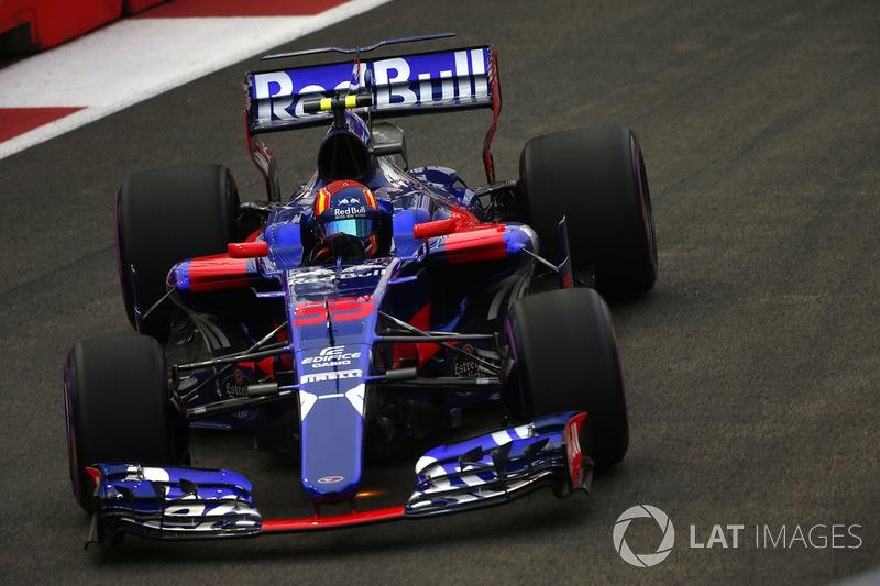 Kvyat, entonces, ha permanecido en Toro Rosso por un año y medio, aunque fue ampliamente opacado por Sainz.