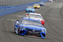 Matt Kenseth, Joe Gibbs Racing Toyota and Brad Keselowski, Team Penske Ford