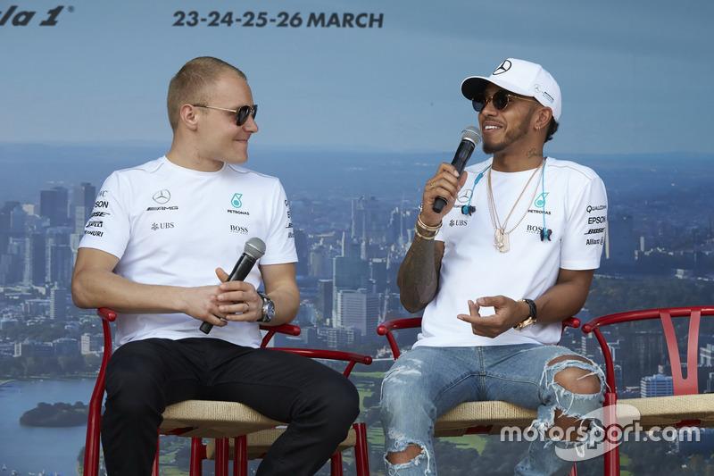 Valtteri Bottas, Mercedes AMG, y Lewis Hamilton, Mercedes AMG