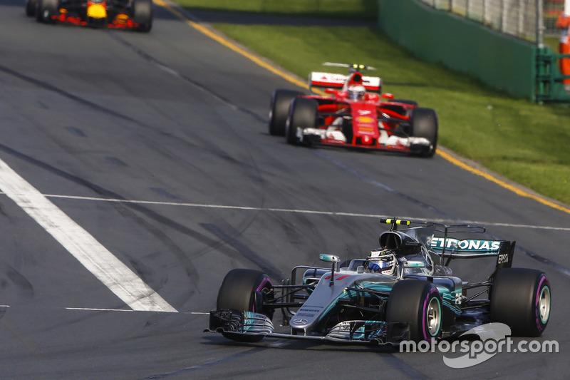 Valtteri Bottas, Mercedes AMG F1, W08: Kimi Räikkönen, Ferrari, SF70H; Max Verstappen, Red Bull Racing, RB13