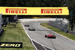 Esteban Ocon, Sahara Force India F1 VJM10, Lance Stroll, Williams FW40, Kimi Raikkonen, Ferrari SF70H