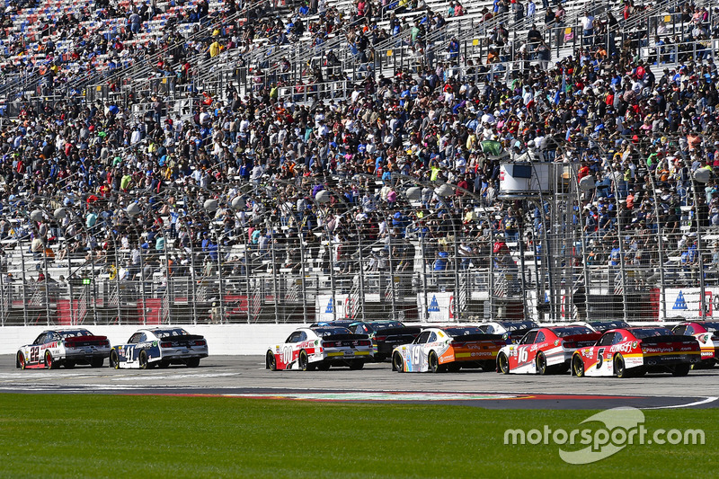 Brad Keselowski, Team Penske, Ford; Kevin Harvick, Stewart-Haas Racing, Ford