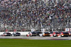 Brad Keselowski, Team Penske Ford and Kevin Harvick, Stewart-Haas Racing Ford