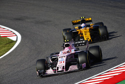 Esteban Ocon, Sahara Force India F1 VJM10, Jolyon Palmer, Renault Sport F1 Team RS17