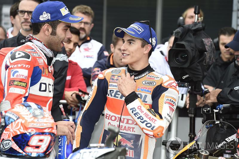 Ter tentado os pneus slicks custou também o segundo lugar a Márquez. Melhor para Danilo Petrucci, que colocou sua Pramac Ducati na segunda posição. O líder do campeonato sairá de terceiro.