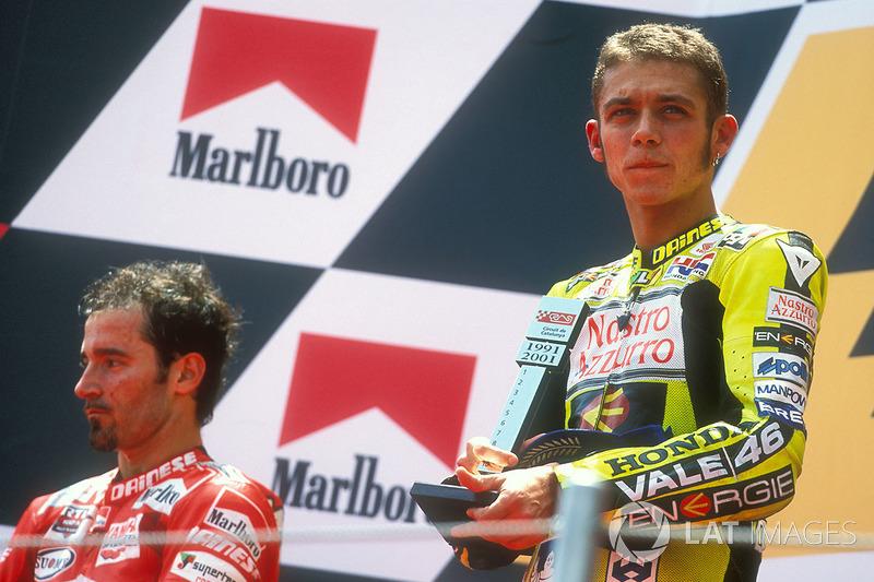 Barcelona 2001 - Más que palabras en la antesala del podio