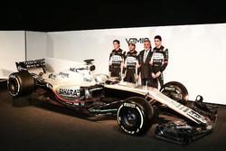 Vijay Mallya, Esteban Ocon and Sergio Perez with the Sahara Force India VJM10
