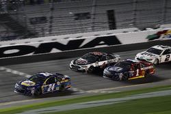 Chase Elliott, Hendrick Motorsports Chevrolet leads
