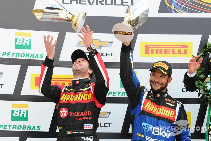 Antonio Felix da Costa e Allam Khodair recebem troféus de segundo colocado