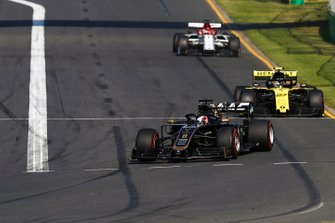 Romain Grosjean, Haas F1 Team VF-19, leads Nico Hulkenberg, Renault F1 Team R.S. 19, and Kimi Raikkonen, Alfa Romeo Racing C38