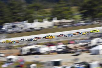 William Byron, Hendrick Motorsports, Chevrolet Camaro Hertz, Kyle Busch, Joe Gibbs Racing, Toyota Camry M&M's