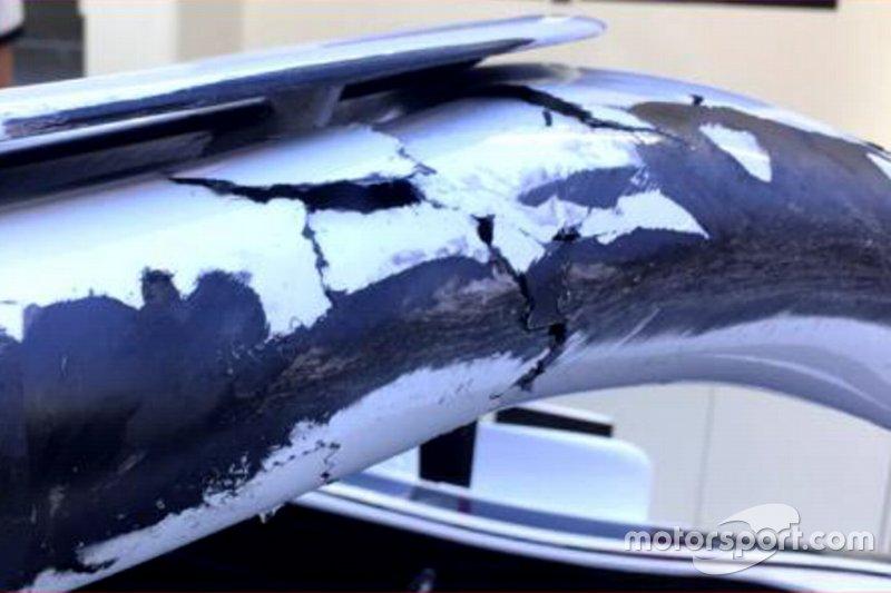 Bekas ban pada halo dan sasis mobil Charles Leclerc, Sauber C37
