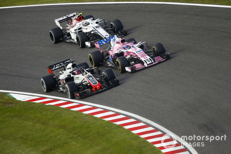 Romain Grosjean, Haas F1 Team VF-18, Sergio Perez, Racing Point Force India VJM11 y Charles Leclerc, Sauber C37