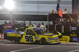 Grant Enfinger, ThorSport Racing, Ford F-150 makes a pit stop