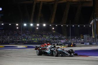Lewis Hamilton, Mercedes AMG F1 W09 EQ Power+, Sebastian Vettel, Ferrari SF71H, y Max Verstappen, Red Bull Racing RB14