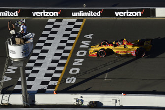 Ryan Hunter-Reay, Andretti Autosport Honda crosses the finish line under the checkered flag for the win