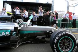 Winner Nico Rosberg, Mercedes AMG F1 Team W07 in the pitlane
