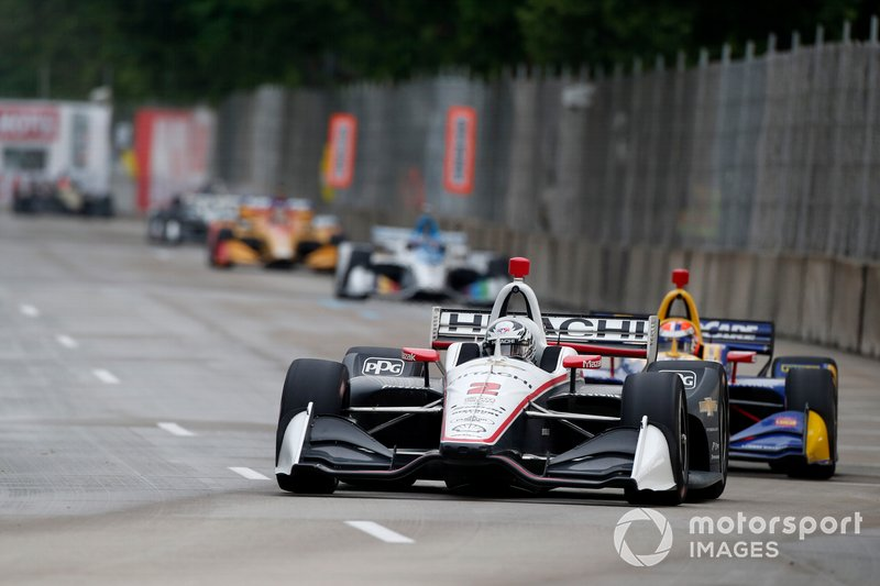 Newgarden leads Rossi in the first Detroit race.