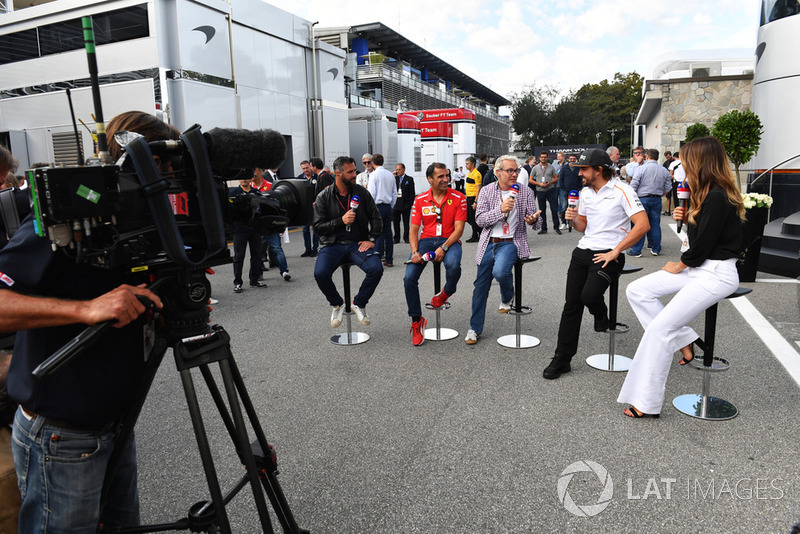 Фернандо Алонсо, McLaren, Федеріка Мазолін, Давіде Вальсеккі, Sky Italia Presenter, Марк Жене, Ferrari, ЖАк Вільньов, Sky Italia