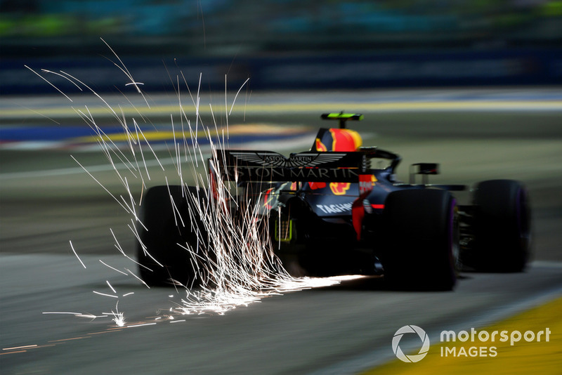 2. Max Verstappen, Red Bull Racing RB14 sparks