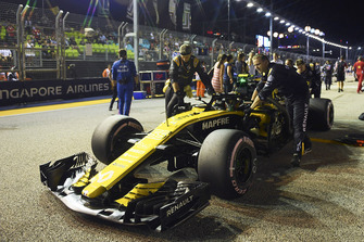 Carlos Sainz Jr., Renault Sport F1 Team R.S. 18 on the grid