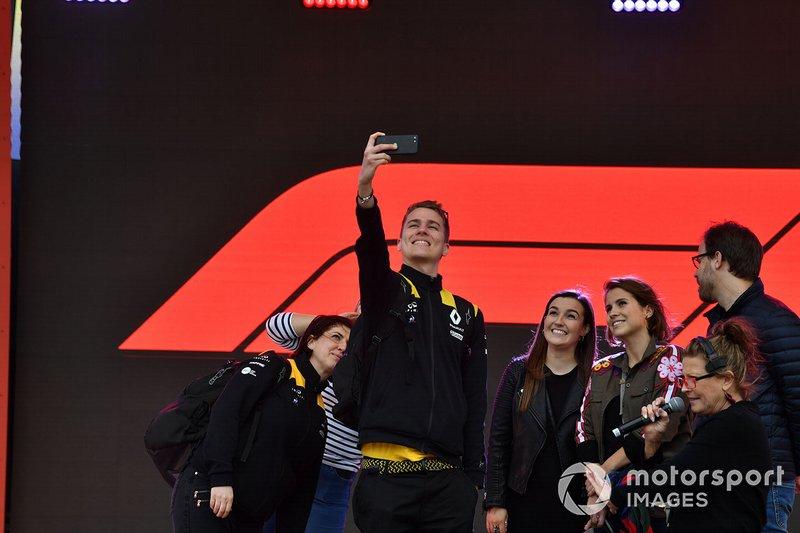 A Renault team member takes a group selfie