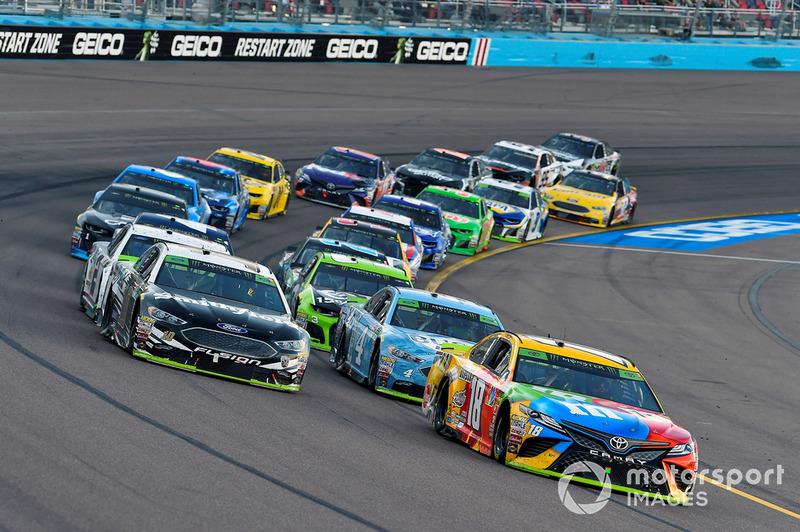 Kyle Busch, Joe Gibbs Racing, Toyota Camry M&M's
