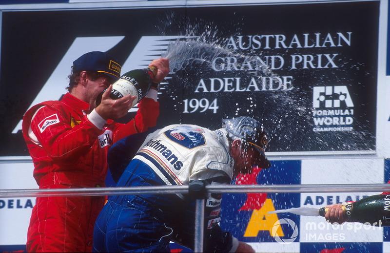 Подіум: переможець Найджел Менселл (Williams) і другий призер Герхард Бергер (Ferrari)