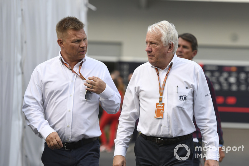 Charlie Whiting, FIA (kanan)
