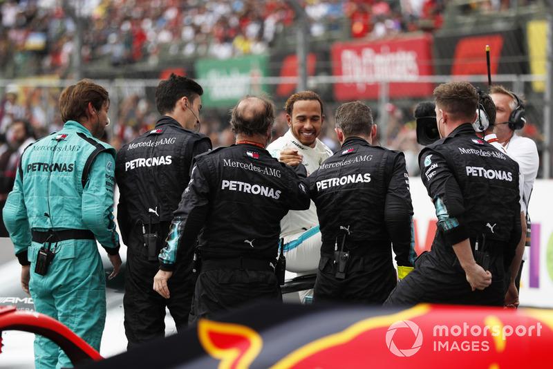 Lewis Hamilton, Mercedes AMG F1, celebra su quinto título con el equipo