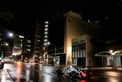 Een Benetton Formule 1-auto in de straten van Adelaide