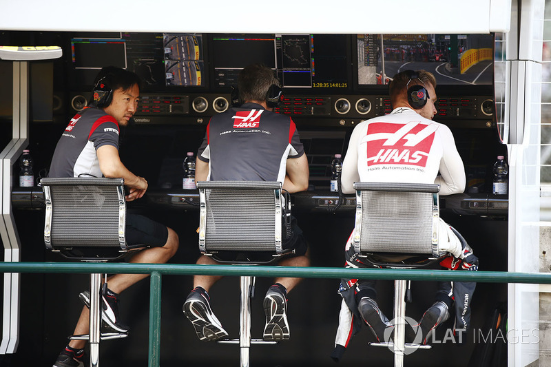 Kevin Magnussen, Haas F1 Team pit wall