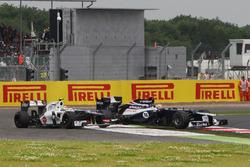 Sergio Perez, Sauber C31 retires after his crash with Pastor Maldonado, Williams FW34