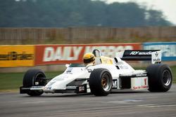 Ayrton Senna prueba el  Williams FW08C por primera vez