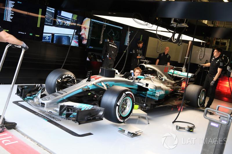 Coche de Lewis Hamilton, Mercedes-Benz F1 W08 en el garaje