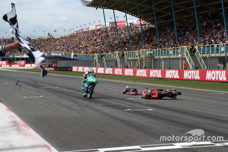Joan Mir, Leopard Racing, Bo Bendsneyder, Red Bull KTM Ajo crashes