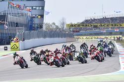 Start: Xavi Fores, Barni Racing Team voert het veld aan