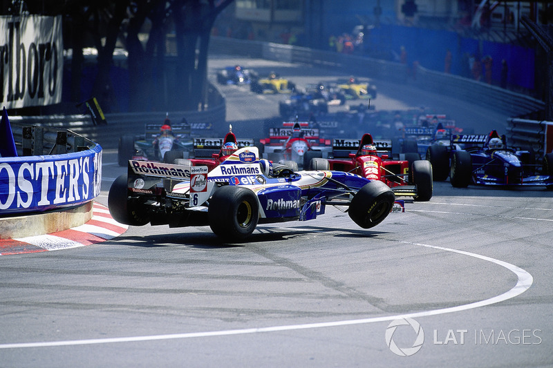 1995 - Ste Devote crash: David Coulthard, Williams-Renault, Gerhard Berger, Jean Alesi, Ferrari