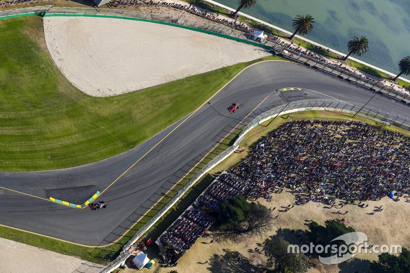 Kevin Magnussen, Haas F1 Team, VF-17; Kimi Räikkönen, Ferrari, SF70H