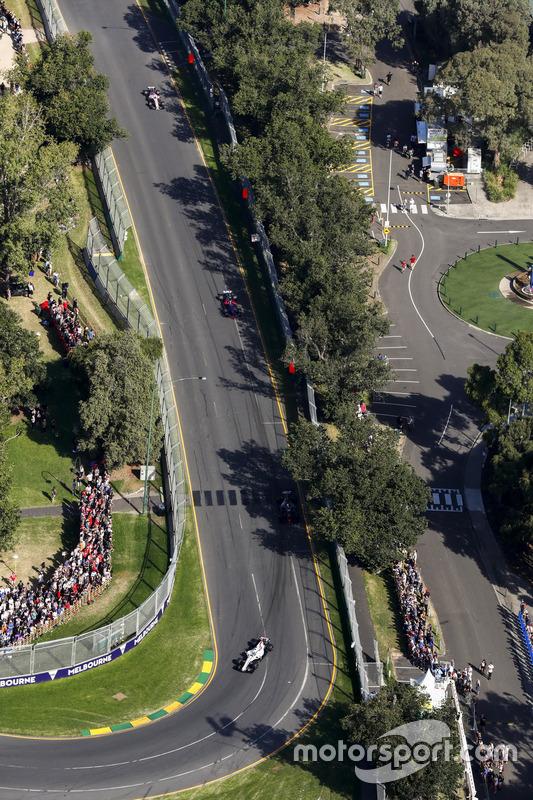 Felipe Massa, Williams, FW40; Daniil Kvyat, Scuderia Toro Rosso, STR12