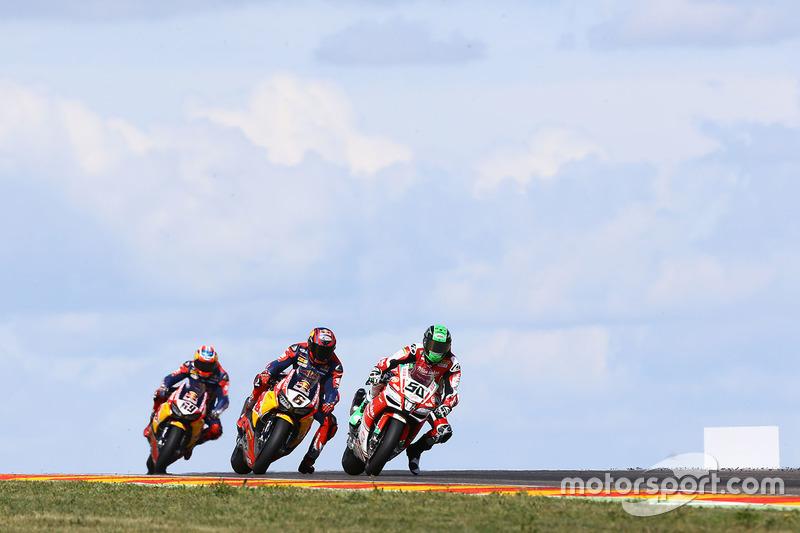 Eugene Laverty, Milwaukee Aprilia World Superbike Team; Stefan Bradl, Honda World Superbike Team; Ni