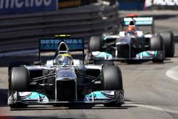 Nico Rosberg, Mercedes GP W02 y Michael Schumacher, Mercedes GP W02