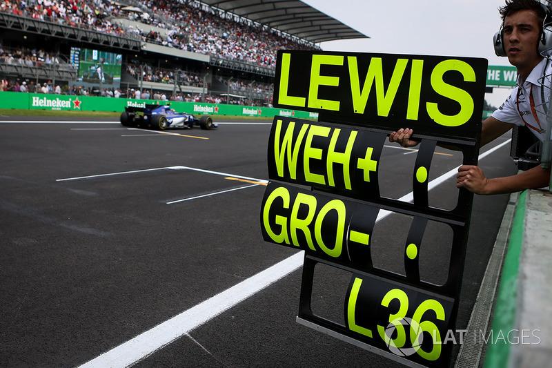 PIt board for Lewis Hamilton, Mercedes-Benz F1 W08