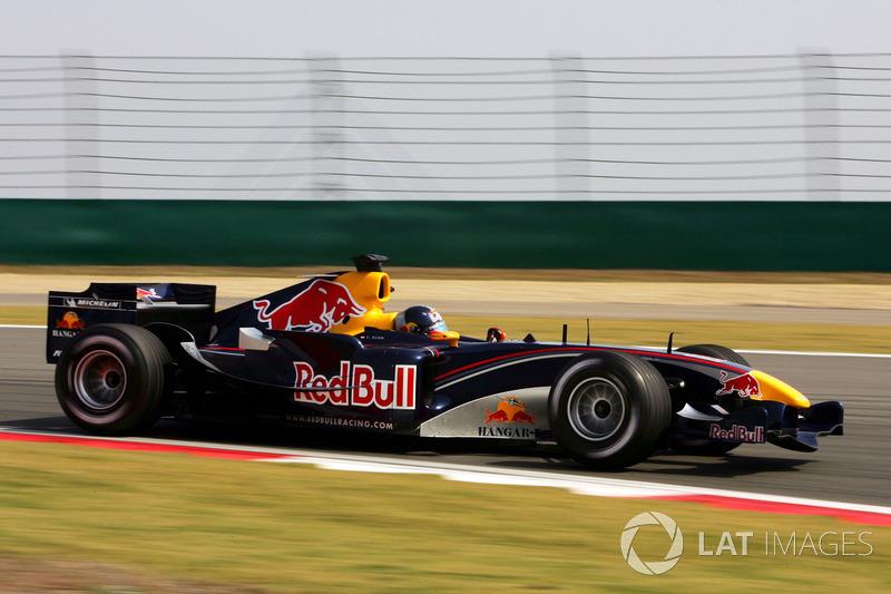 2005: Red Bull RB1 Cosworth (два четвертых места в гонке, 7-е место в КК)