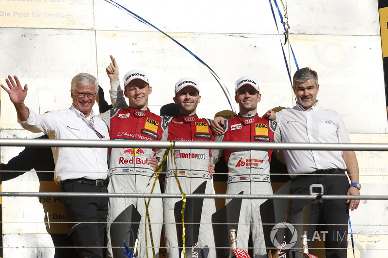 Podio final del campeonato: René Rast, Audi Sport Team Rosberg, Audi RS 5 DTM, Mattias Ekström, Audi Sport Team Abt Sportsline, Audi A5 DTM, Jamie Green, Audi Sport Team Rosberg, Audi RS 5 DTM, Dieter Gass, jefe de Audi Sport DTM y Arno Zensen, Audi Sport