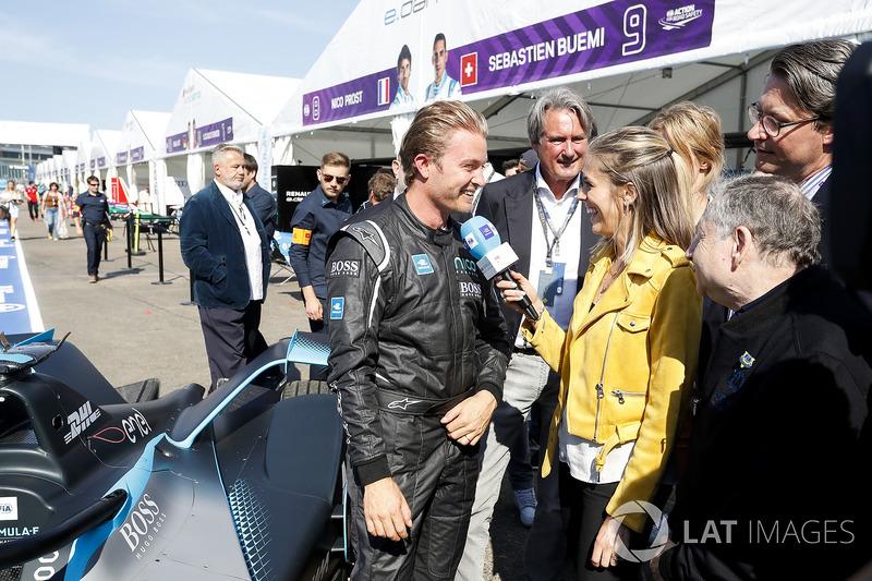 Nico Rosberg, campeón mundial de Fórmula 1, inversionista de Fórmula E, con el nuevo automóvil Gen2 Formula E