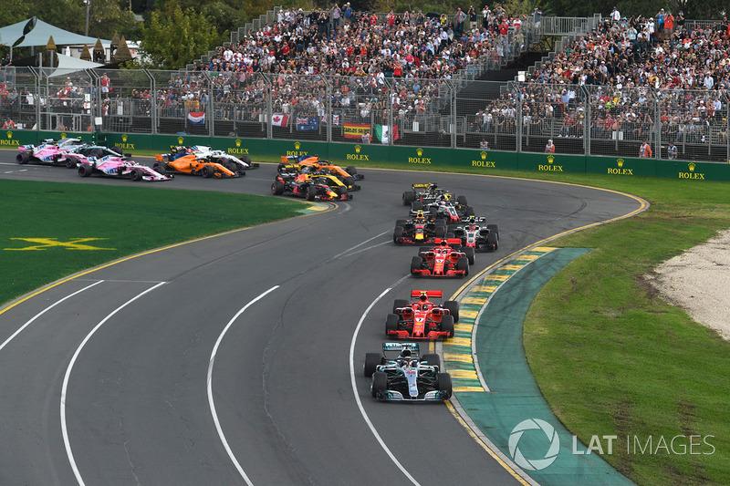 Lewis Hamilton, Mercedes-AMG F1 W09 EQ Power+ memimpin