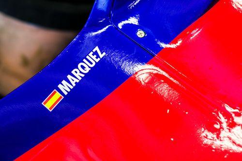 马克·马奎兹体验F1赛车