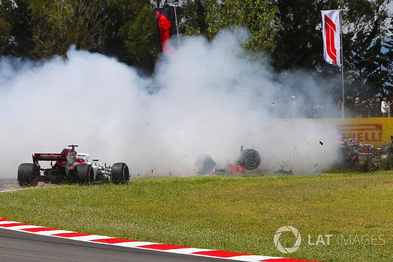 Kecelakaan Romain Grosjean, Nico Hulkenberg, Pierre Gasly, di lap pertama
